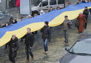 В Украине число сторонников объединения с Россией упало до рекордно низкой за три года отметки - опрос
