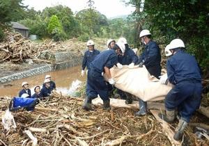 Випа-убийца. В Японии растет число жертв мощнейшего тайфуна, связь с 45-ти жителями Осима-мати до сих пор не установлена