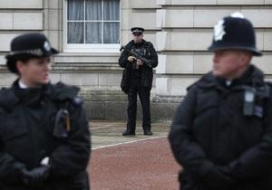Британец, ворвавшийся в Букингемский дворец с ножом, хотел обсудить с королевой соцвыплаты