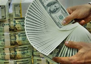НБУ разъяснит жесткие ограничения по продаже валюты, обещая не делать резких шагов