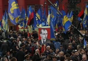 новости Киева - марш УПА - ОУН-УПА - 15-тысячный марш: На Михайловской площади начался концерт в честь годовщины УПА