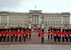 Мужчина с ножом не сумел пройти в Букингемский дворец