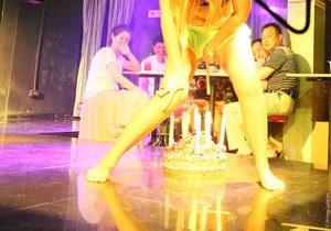 В Таиланде арестовали владельца бара, об эротическом шоу в котором написала Рианна