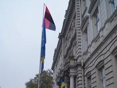 Новости Львова - УПА - флаг - В честь годовщины УПА Львовский облсовет вывесил красно-черные флаги