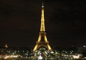 Туристов эвакуировали с Эйфелевой башни