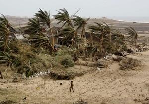 Циклон оставил шлейф разрушений на востоке Индии