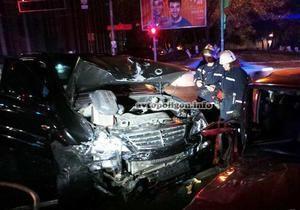 новости Киева - ДТП - ДТП в Киеве: кроссовер ударом вынес Ford Escort на тротуар