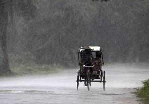Циклон Файлин достиг Индии. Власти объявили красный уровень опасности