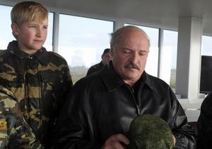 Лукашенко перед сном рассказывает сыну истории о войне