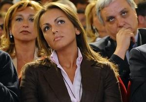 28-летняя невеста Берлускони является лесбиянкой - источник в окружении