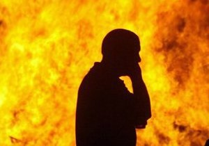 Новости Киева - любовь - самоподжог - В Киеве мужчина пытался сжечь себя из-за безответной любви