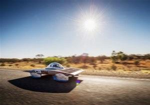 Гонку машин на солнечных батареях выиграли голландцы