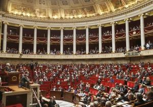 Франция - депутат - Французского депутата оштрафовали за кудахтанье во время заседания парламента