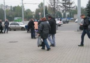 Спекулянты используют пожилых женщин, чтобы скупать билеты на матч Украина-Польша - СМИ