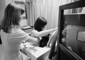 Тесты выявляют рак груди у каждой четвертой украинки