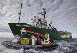 Greenpeace - Москва грозит активистам Greenpeace новыми обвинениями - Reuters
