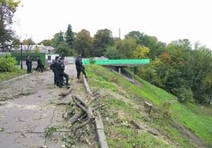 Новости Киева - Мариинский парк -вырубка - деревья - В Киеве на склонах Мариинского парка вырубили деревья