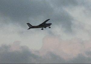 Самолет - Пилот самолета, экстренно посаженного пассажиром, умер