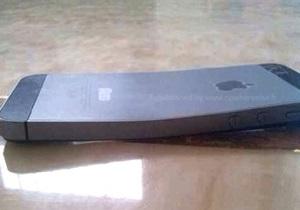 Гнется. Пользователи жалуются на деформацию нового iPhone - iphone 5s - новый айфон