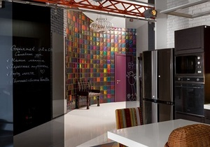 Квартира с потайными дверями и узкими лестницами. Игры с пространством в 250 метров