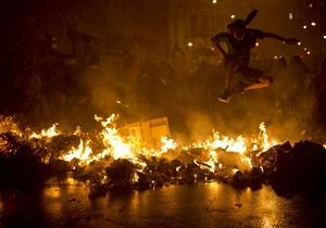 В Бразилии протесты учителей переросли в беспорядки, полиция применила газ