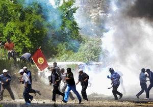 В Кыргызстане протестующие захватили губернатора, требуя не допускать канадцев к золотому руднику