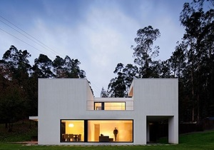 Погружение в ландшафт. Геометрический минимализм в архитектуре и интерьере дома