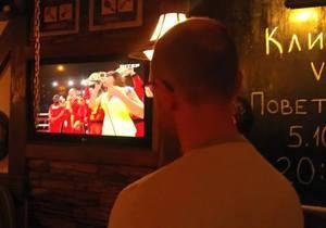 бой Кличко-Поветкин - Яценюк во время боя Кличко-Поветкин поссорился с белорусом из-за украинского гимна