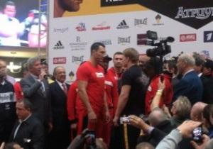 Битва килограммов. Кличко и Поветкин взвесились в Москве