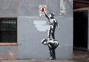 В Нью-Йорке новое граффити Бэнкси закрасили краской