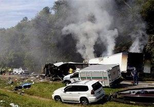 ДТП - США - В США в результате масштабной аварии погибли не менее восьми человек