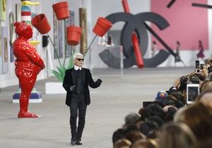 Лагерфельд превратил показ Chanel в выставку современного искусства
