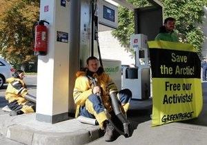 Greenpeace - В Германии активисты Greenpeace блокировали работу заправок Газпром