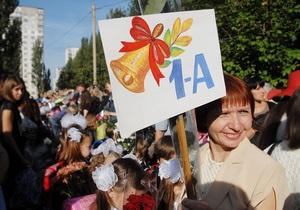 Азаров намерен заставить выпускников педвузов обязательно работать в школах - министерство образования