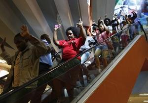 Владельцы магазинов атакованного торгового центра в Найроби обвиняют военных в мародерстве - Sky News