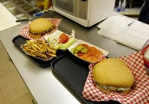 Полезные обеды приносят убытки американским школам