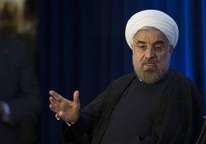 Искали босых: В Иране арестовали двух исламистов за бросок ботинком в президента