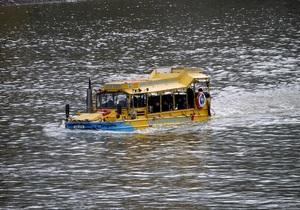 В центре Лондона загорелся автобус-амфибия