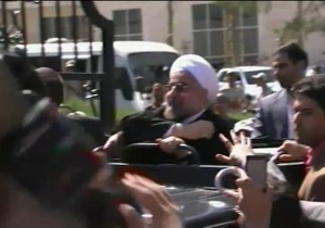 После разговора с Обамой президента Ирана дома забросали ботинками и яйцами