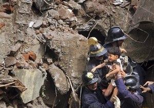 Число жертв обрушения дома в Индии возросло до 60