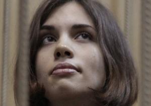 Pussy Riot - Муж Толоконниковой заявил, что ее перевели в медчасть из-за  ужасного  состояния
