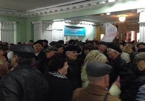 новости Полтавы - митинг - протесты - штурм - В Полтаве митингующие взяли штурмом здание мэрии и выломали дверь в кабинет градоначальника
