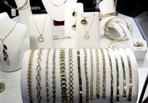 В крымском поселке грабители унесли из магазина ювелирные изделия на миллион гривен