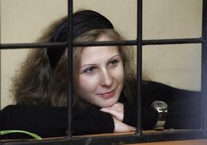 Алехина из Pussy Riot на заседание суда надела траур в знак поддержки голодающей Толоконниковой