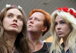 Лидер Femen попросит политического убежища в Швейцарии - Ъ