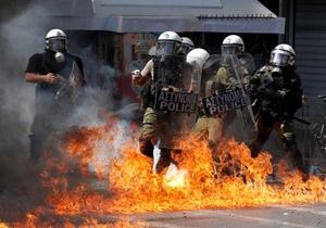 Волнения в Афинах: у здания налоговой службы прогремел взрыв