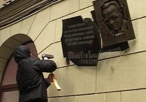 новости Харькова - Шевелев - мемориальная доска - В Харькове демонтируют мемориальную доску известному литератору