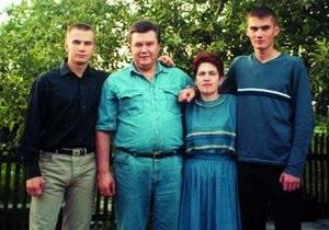 Гром TV: Киевские рекламщики боятся размещать на билбордах семью Януковича