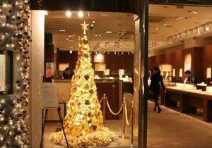 Магазин в Токио украсили рождественской елкой за $10 млн