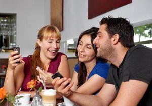 30 лет мобильной связи. Как смартфоны стали новым символом эпохи